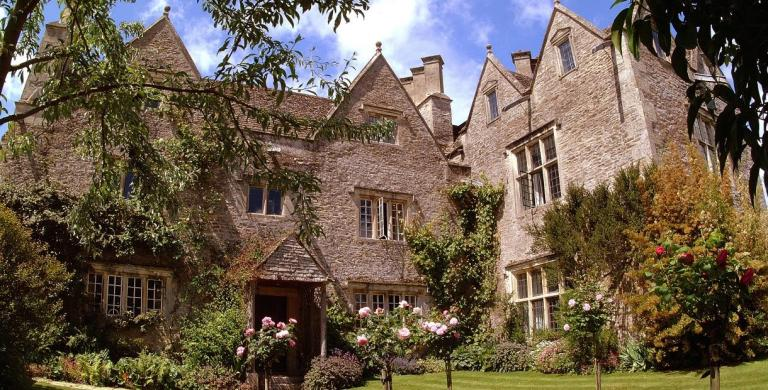 Kelmscott manor.jpg